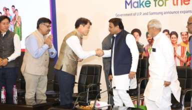 samsung-invest-1970-crores-in-noida-with-akhilesh-yadav