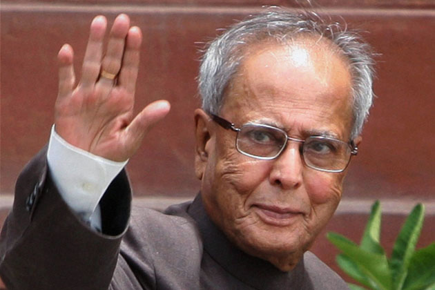 pranab-mukherjee-offers-prayers-at-jagannath-temple-in-odisha_070913124306