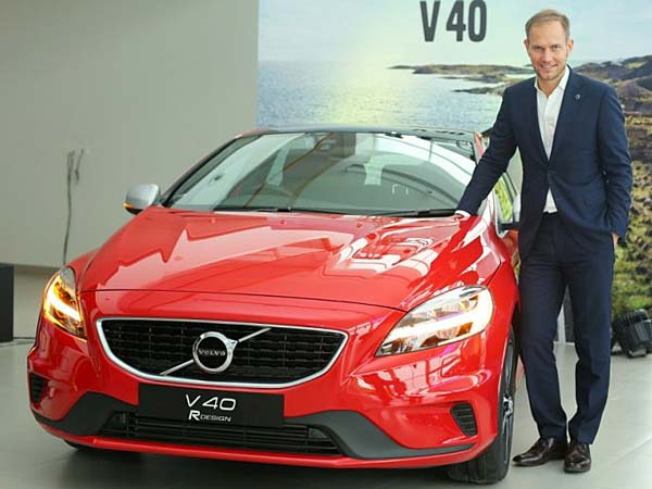 2017 volvo v40 launched in india two versions and superb safety features on offer. Black Bedroom Furniture Sets. Home Design Ideas