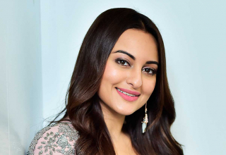 'Shotgun' Satrughan Sinha's Daughter Sonakshi Is in a Twitter War and She Is a BADASS