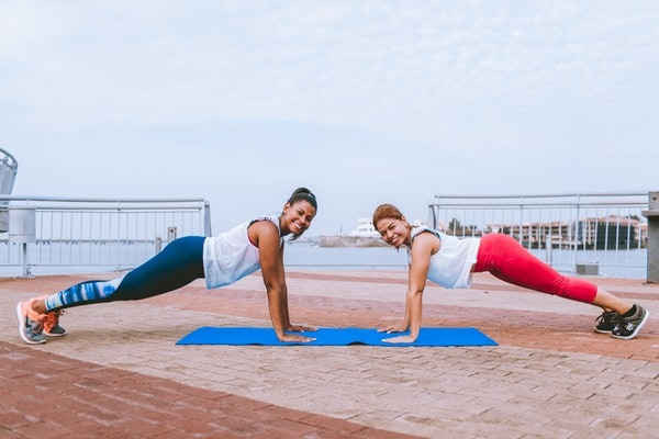 Best-10-Two-person-yoga-poses